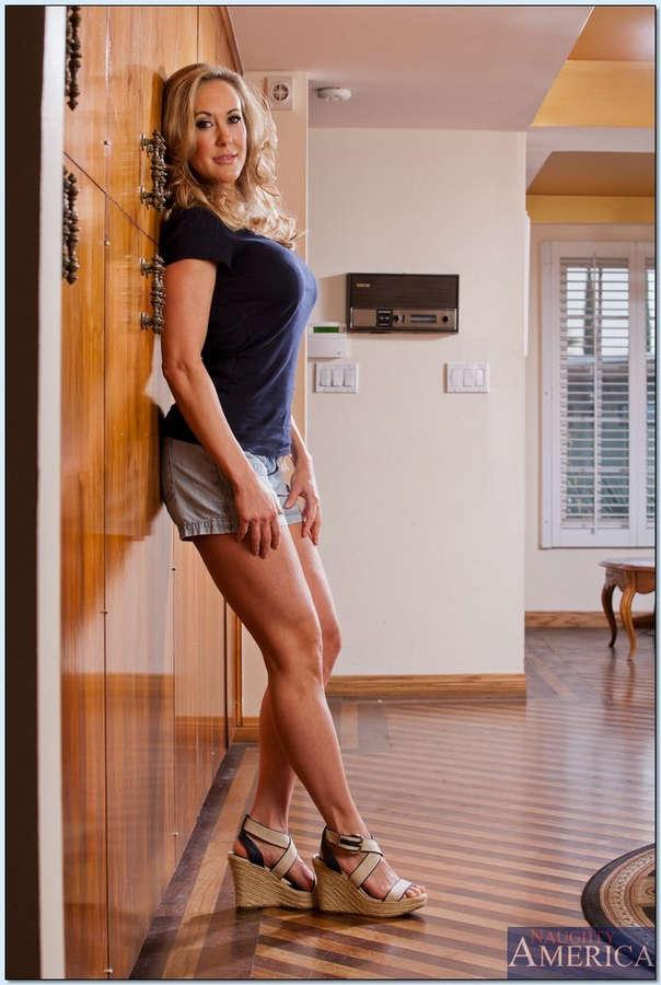 Эротическое шоу от блондинки порно фото