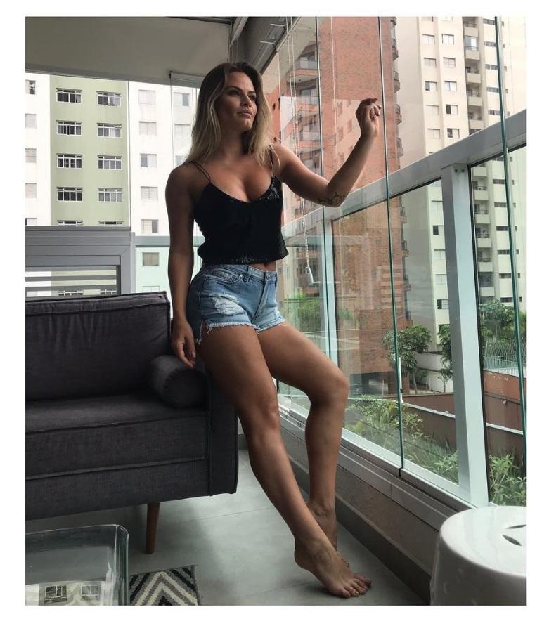 Natalia Casassola Feet
