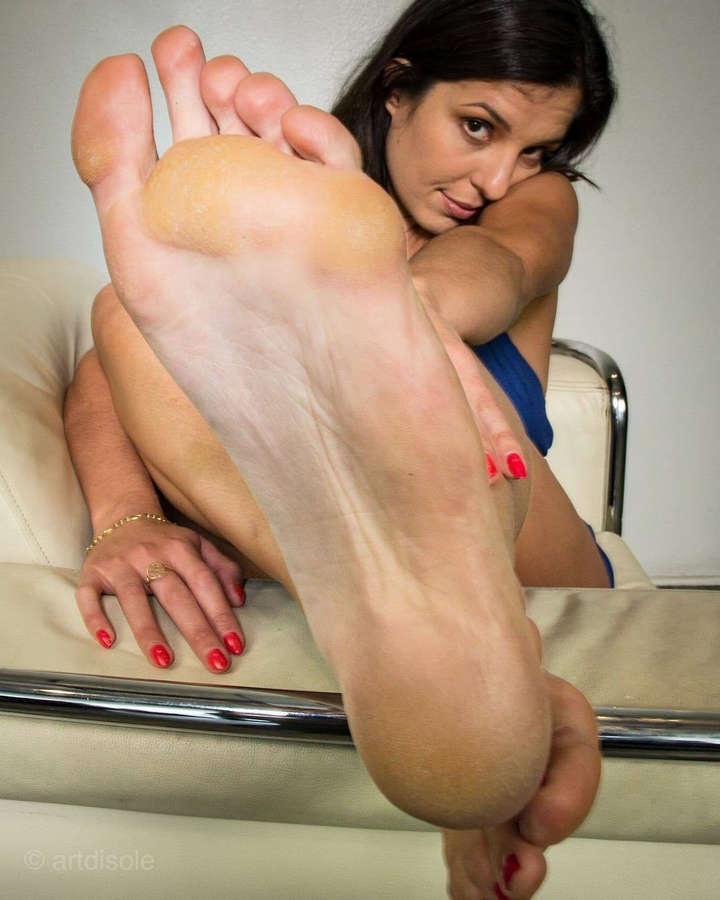 Syntia Zeni Feet