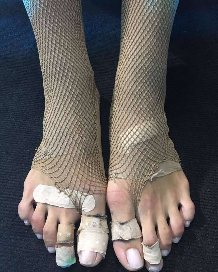 Hande Ercel Feet
