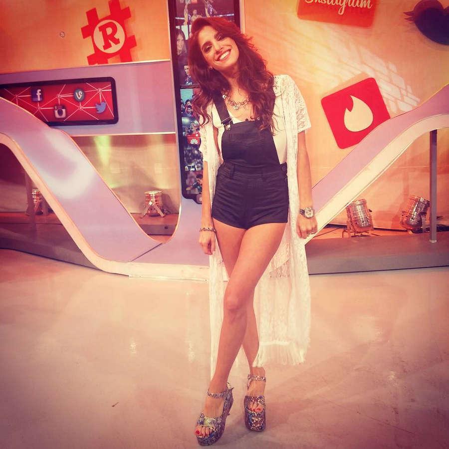 Gabriela Sari Feet