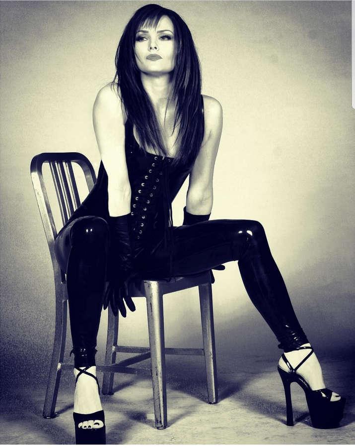 Dina Meyer Feet