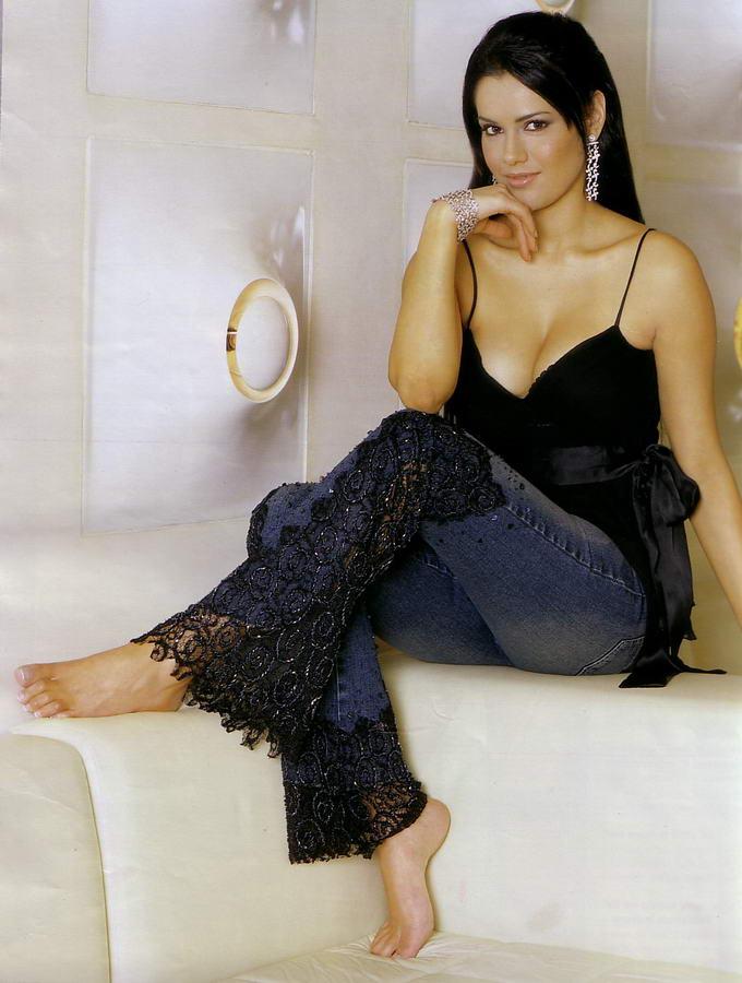 Anne Marie Mogg Feet