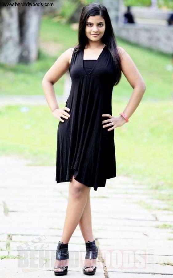 Iyshwarya Rajesh Feet