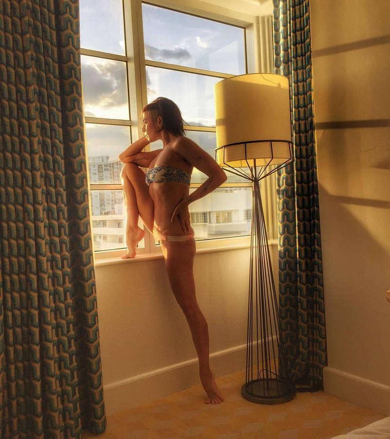 Tamara Levinson Feet