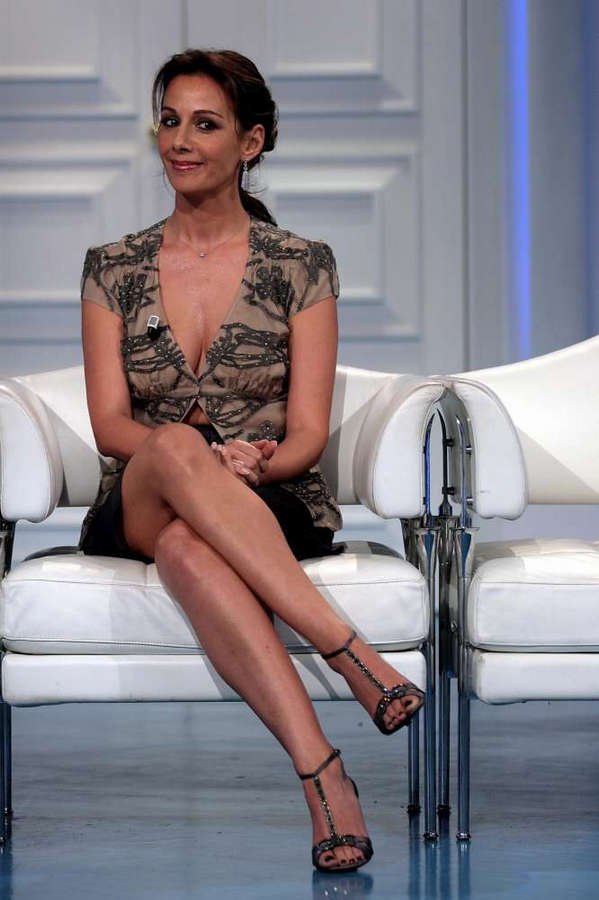Anna Kanakis Feet