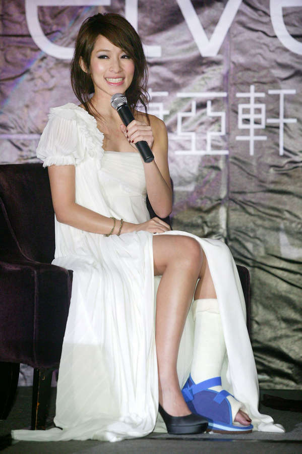 Elva Hsiao Feet