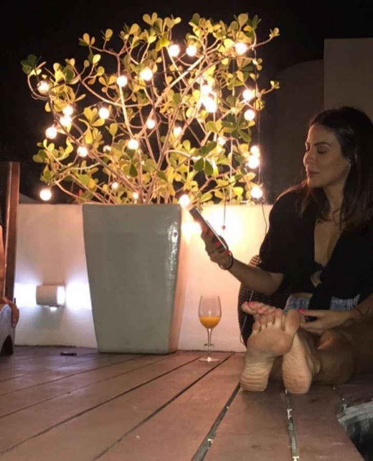 Alinne Rosa Feet