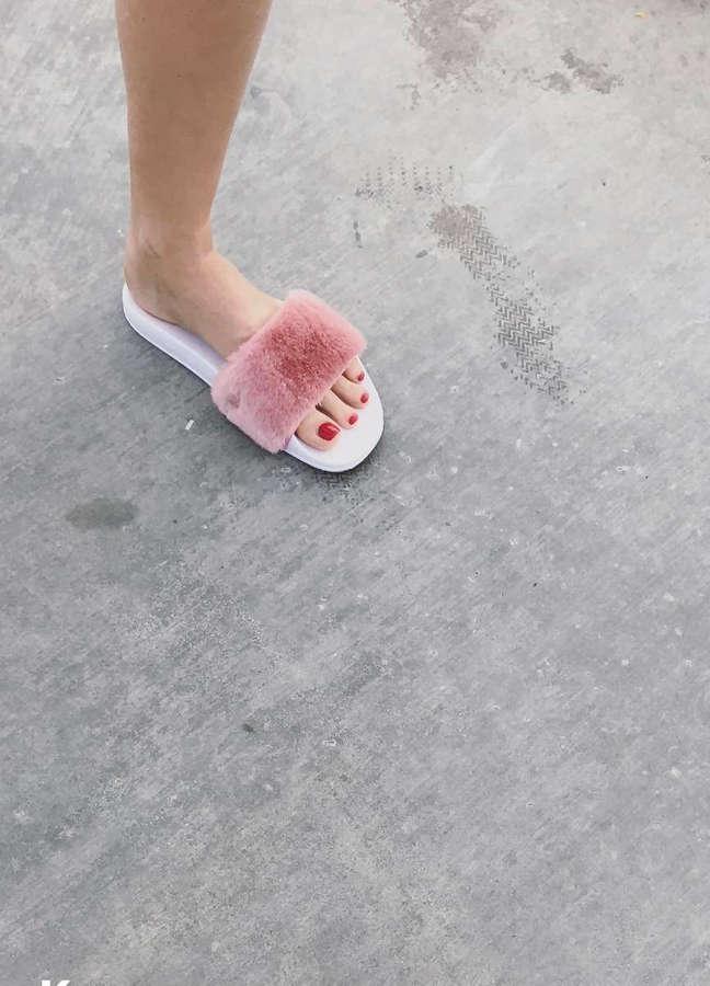 Maria Ivakova Feet