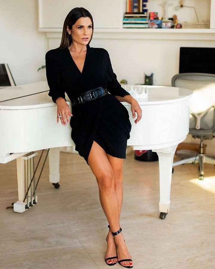 Flavia Alessandra Feet