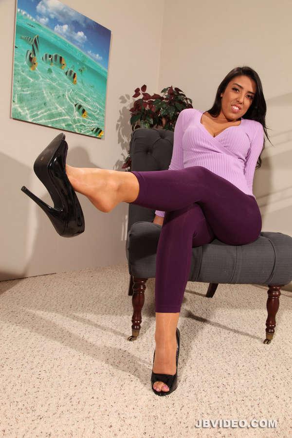 Lucia Lace Feet