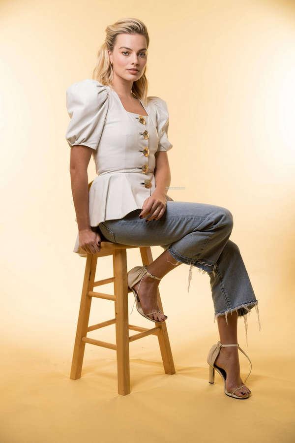 Margot Robbie Feet