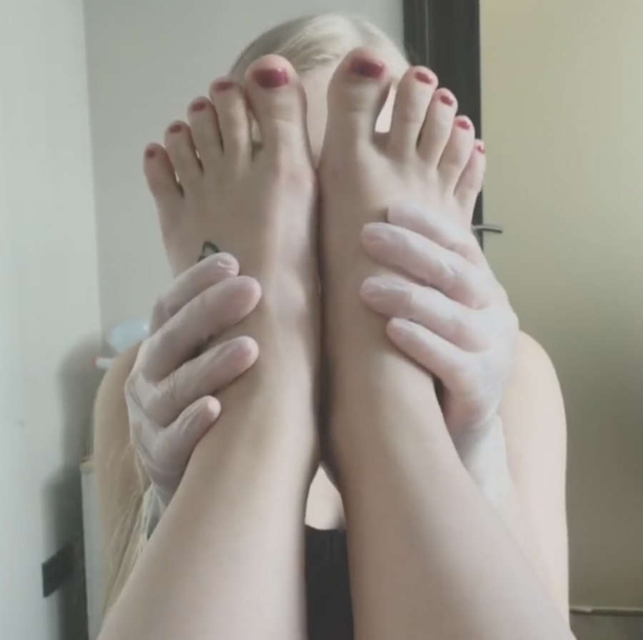 Nikola Cechova Feet