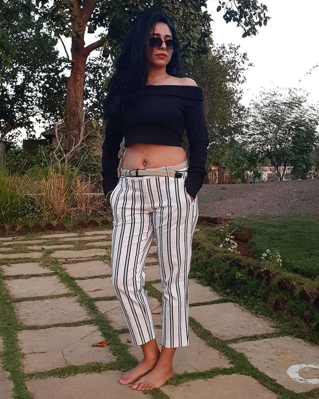 Neha Bhasin Feet