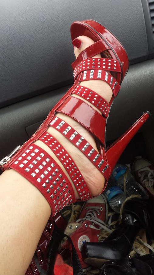 Akira Shell Feet