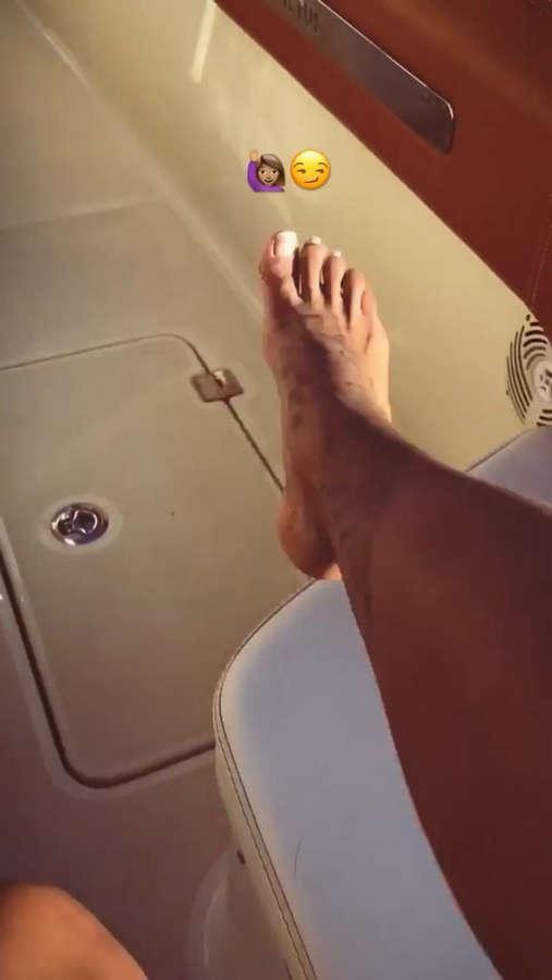 Shym Feet