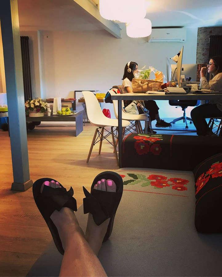 Andreea Esca Feet