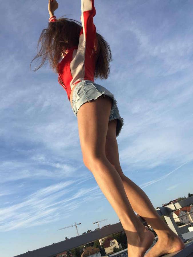 Sara Sandeva Feet