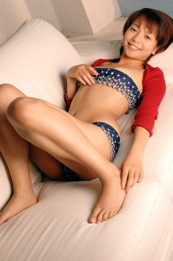 Mio Suzuki Feet
