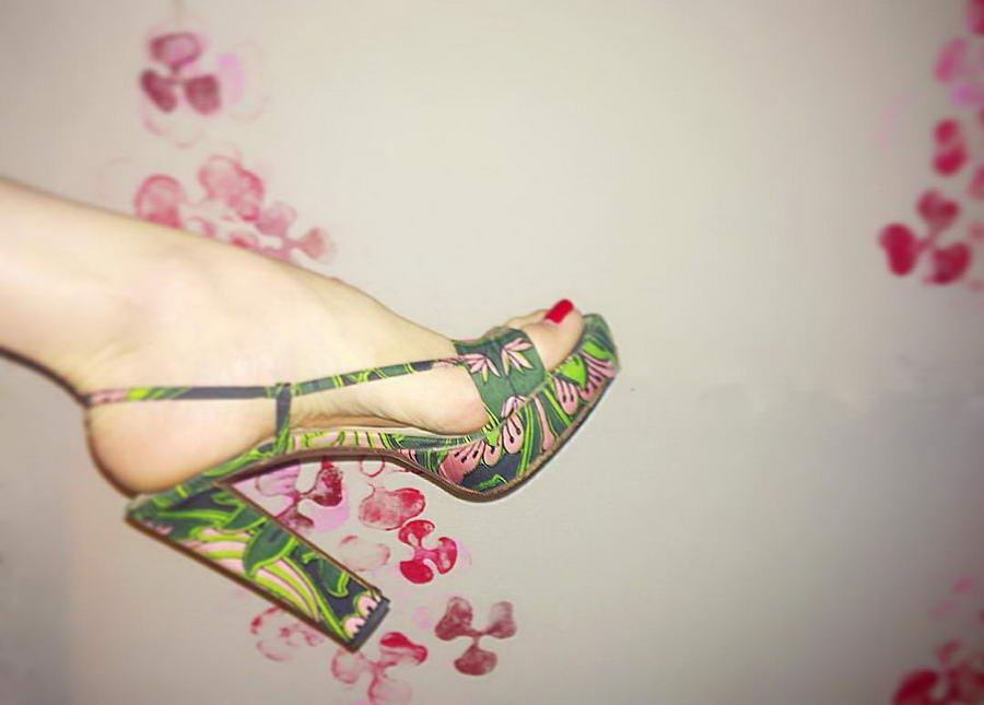 Larissa Bond Feet