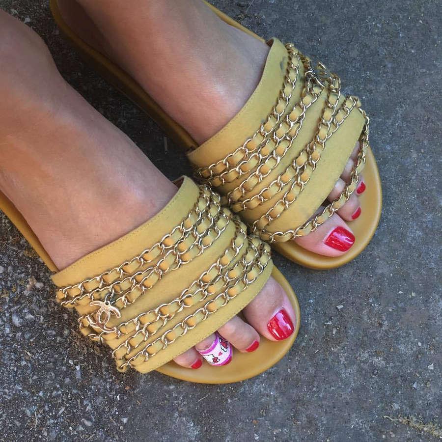 Lily Taieb Feet