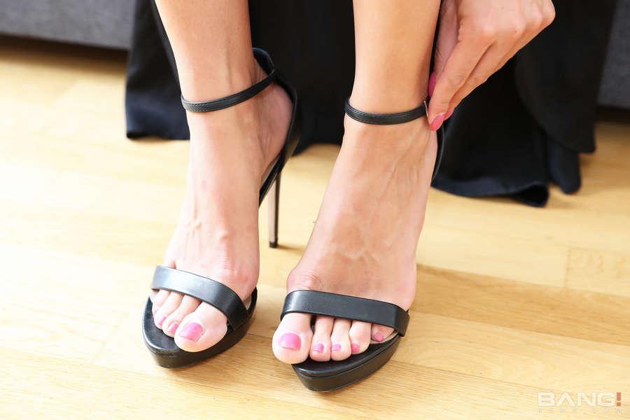 Eveline Dellai Feet