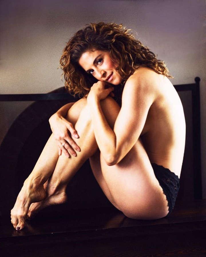 Alexis Carra Feet