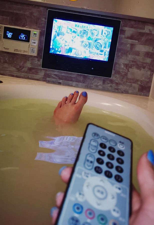 Holly Bennett Feet