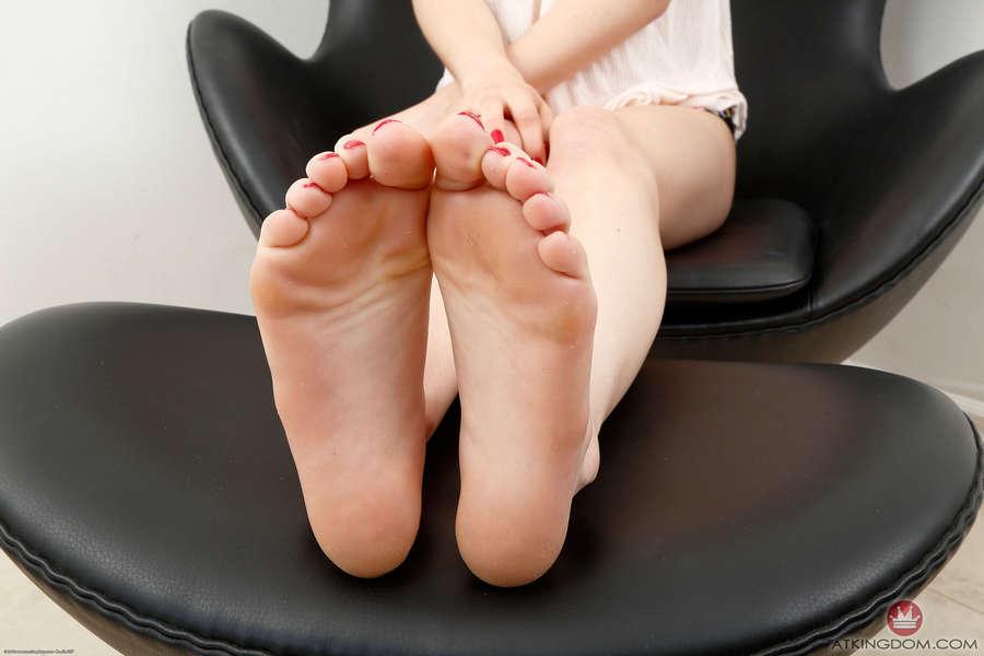 Kristen Scott Feet