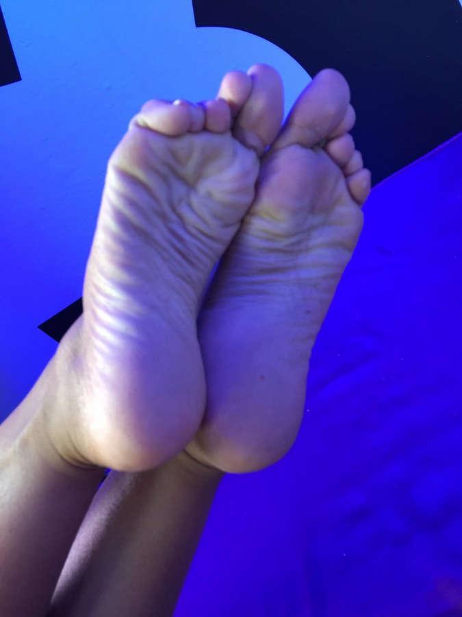 Rebecca Kelly Feet