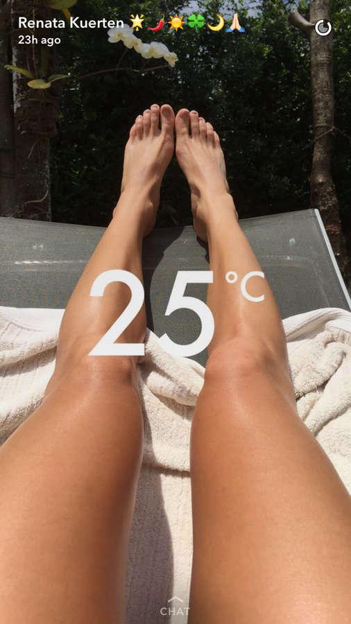 Renata Kuerten Feet