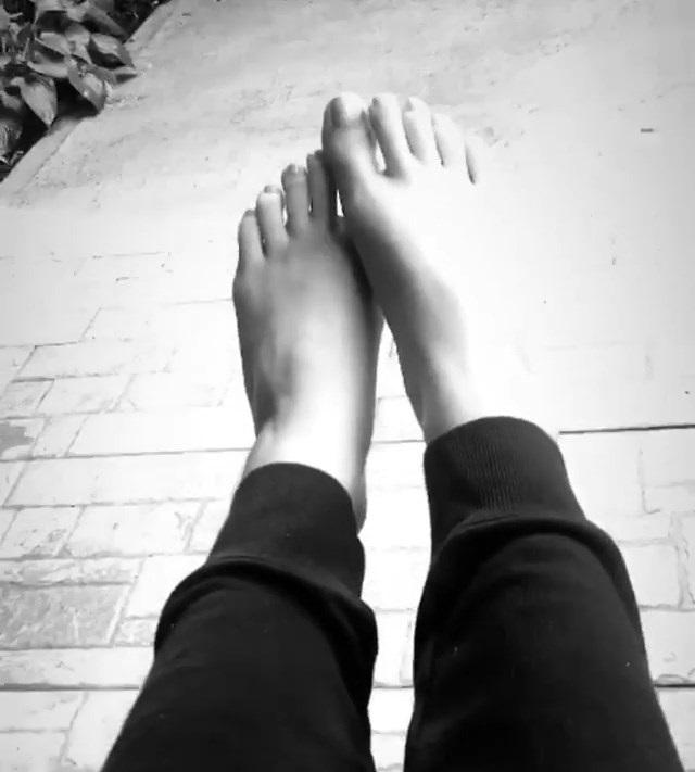Paige Spara Feet