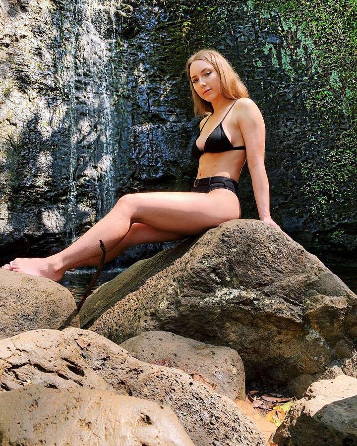 Hailie Jade Mathers Feet