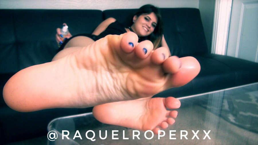 Raquel Roper Feet