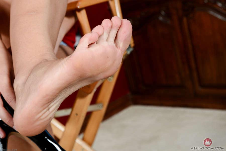 Avi Love Feet