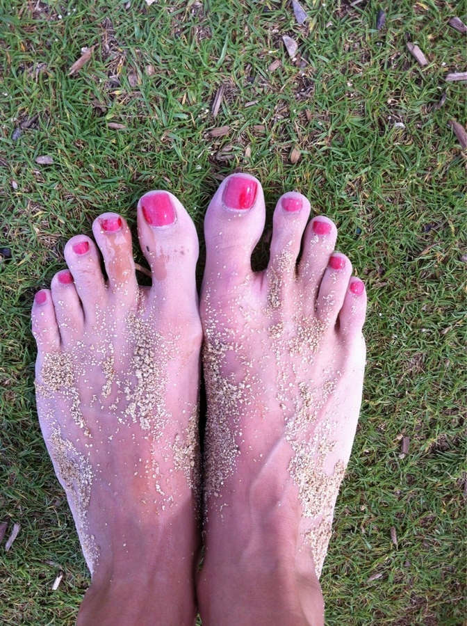 Aiyana Flora Feet