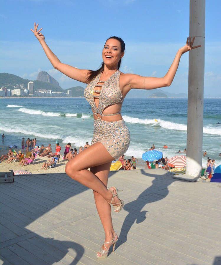 Camila Oliveira Feet