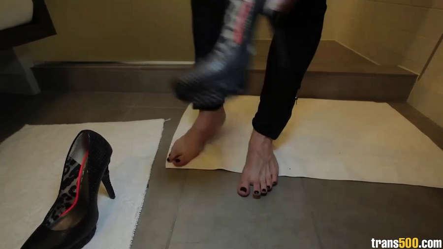 Nina Lawless Feet