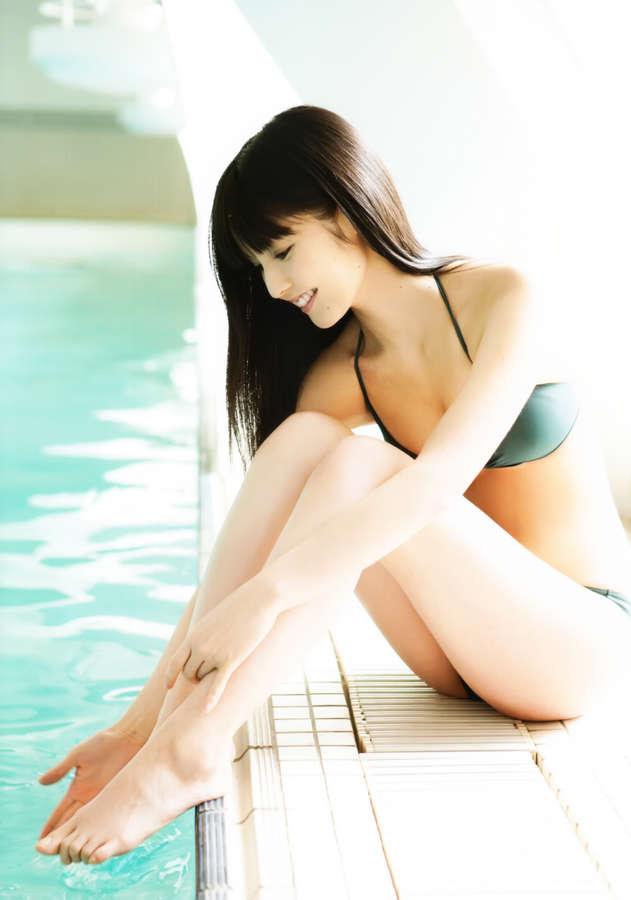 Sayumi Michishige Feet