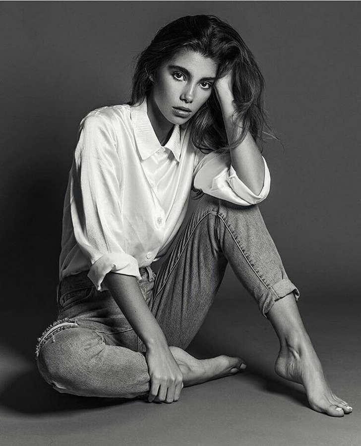 Black Fashion Models Poses: Cindy Mello Feet (6 Photos)