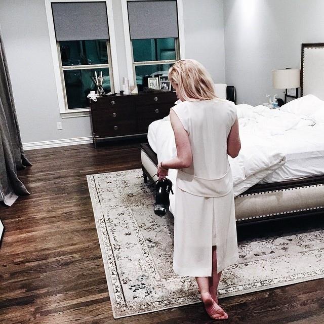 Emily Bett Rickards Feet