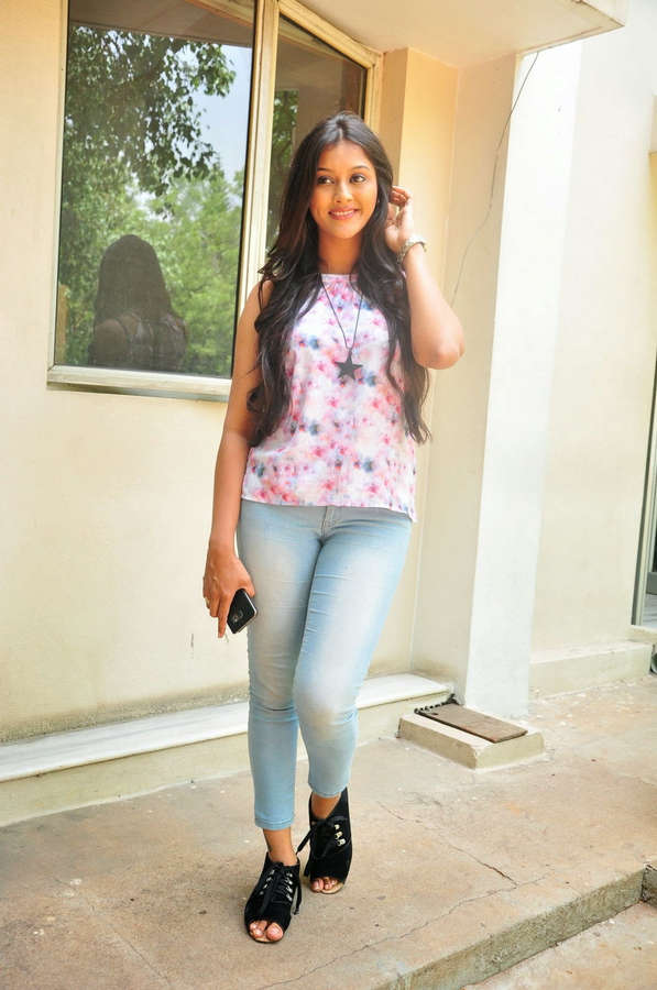 Pooja Jhaveri Feet