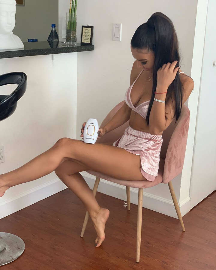 Metisha Schaefer Feet