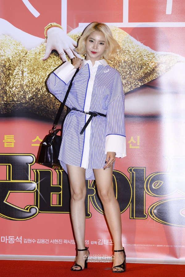 Seung Eon Hwang Feet