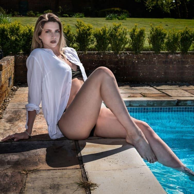 Laura Harwood Feet