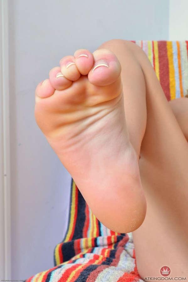 Khloe Kapri Feet