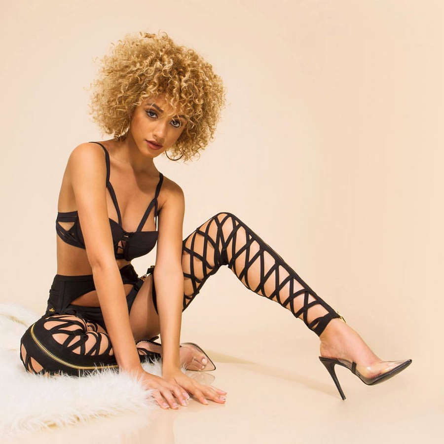 Janelle Fletcher Feet