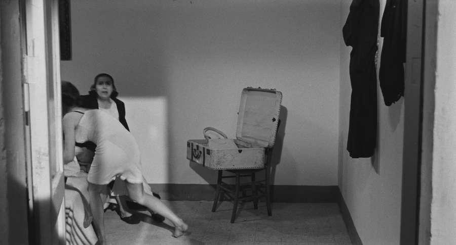 Annie Girardot Feet