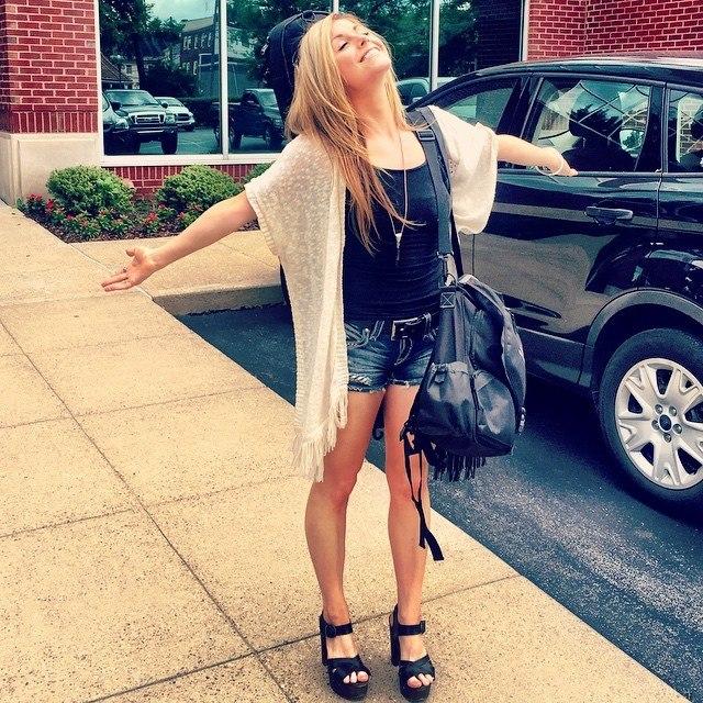 Lindsay Ell Feet