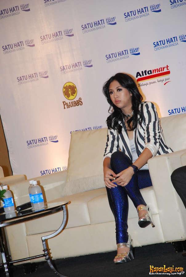 Sherina Munaf Feet